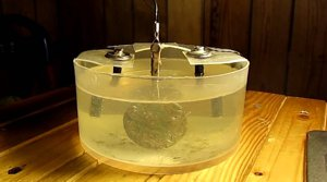 Чистим монету электролизом