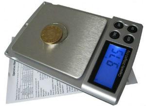 свешивание монеты на высокоточных весах